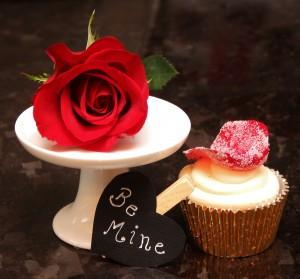 Vanilla with edible rose petal